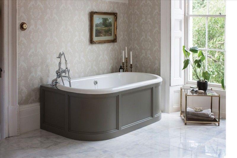 London Bad Met Back To Wall Badomkasting Klassieke Badkamers Traditionelle Bader Einbaumobel Viktorianisches Badezimmer