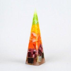 Chunk candle. Декоративна свещ с цветни парчета восък в преливащи цветове.