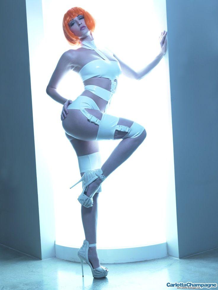 Leeloo sexy