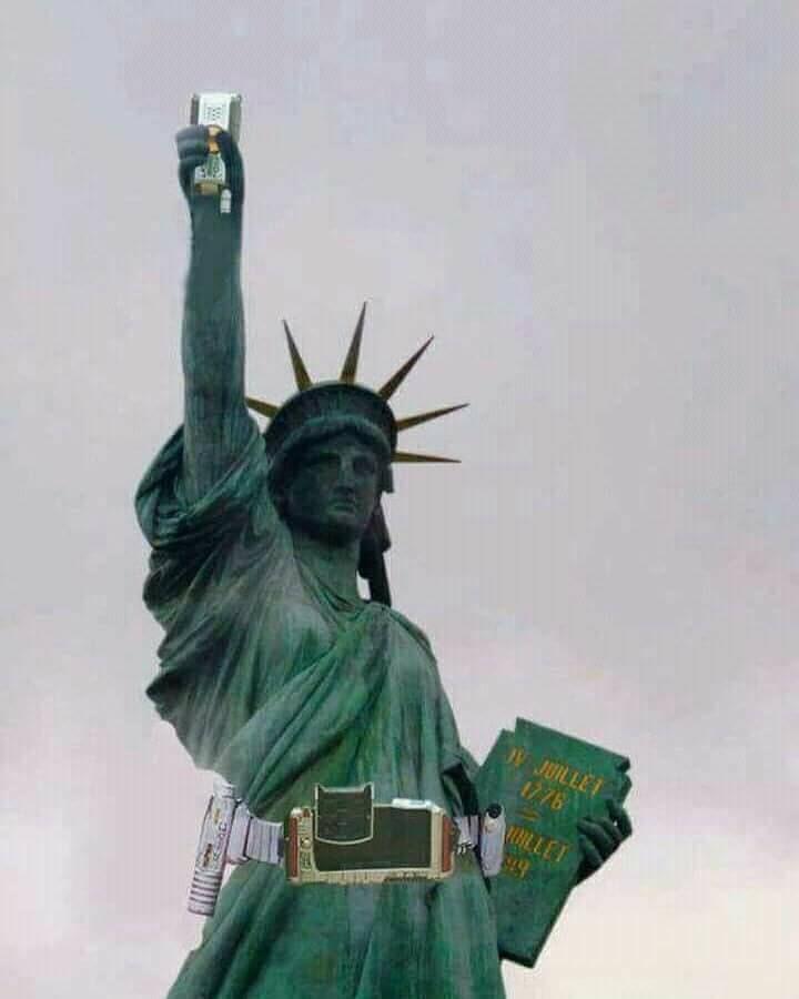 omg lady of liberthy is secretly giant faiz 面白い写真 仮面ライダー イラスト ライダー