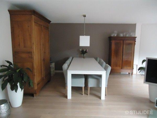 binnenkijken in een woonkamer in romantisch landelijke stijl in
