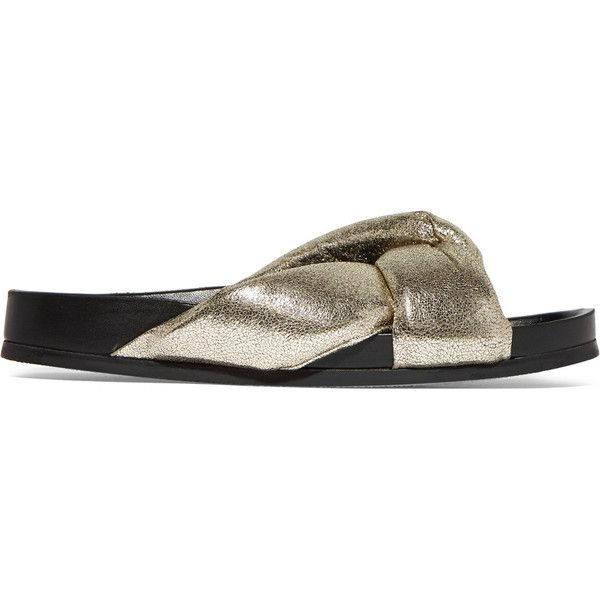 Chloé Metallic cracked-leather slides (4.115 NOK) ❤ liked on Polyvore featuring shoes, gold, cushioned shoes, metallic slip on shoes, metallic shoes, strappy shoes and chloe shoes