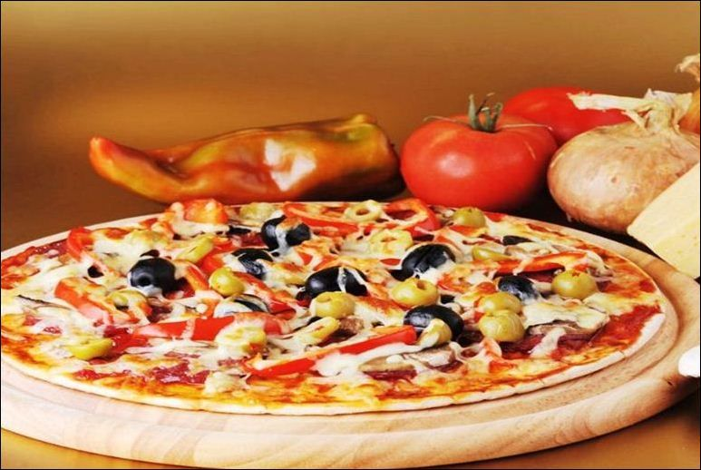 On the scale of 1-10, what is your level of happiness while munching a pizza? #Mumbai #Pune #Food #Hungry #SmokinJoes