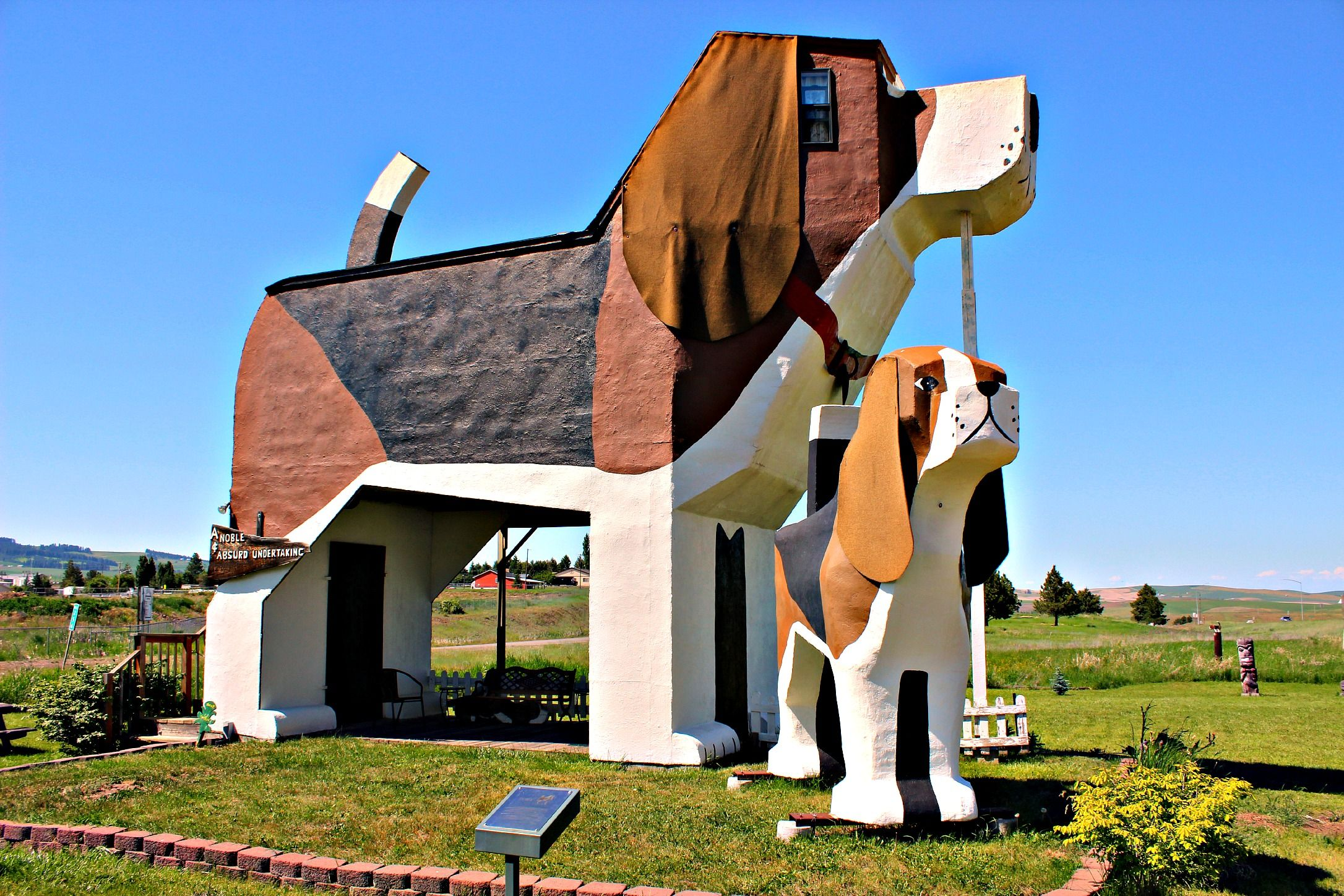 Dog and bark inn b and b outside picture idaho united states