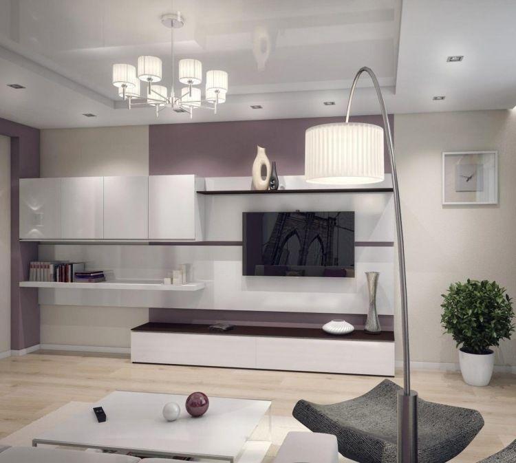 Lavendel Lila Wandfarbe Und Weiße Hochglanz Wohnwand