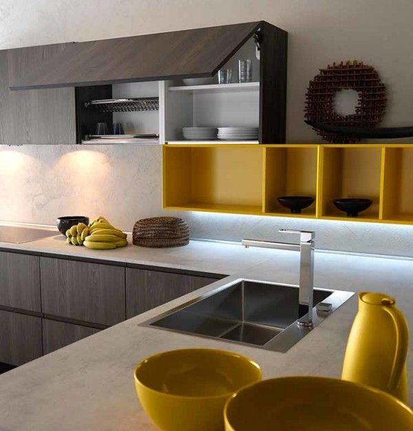 Küchen Inspiration Gelbe Akzente Gerade Linien Italienischer Stil