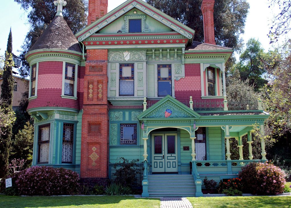 Colorful Victorian House at the Heritage Square Museum in Los ...