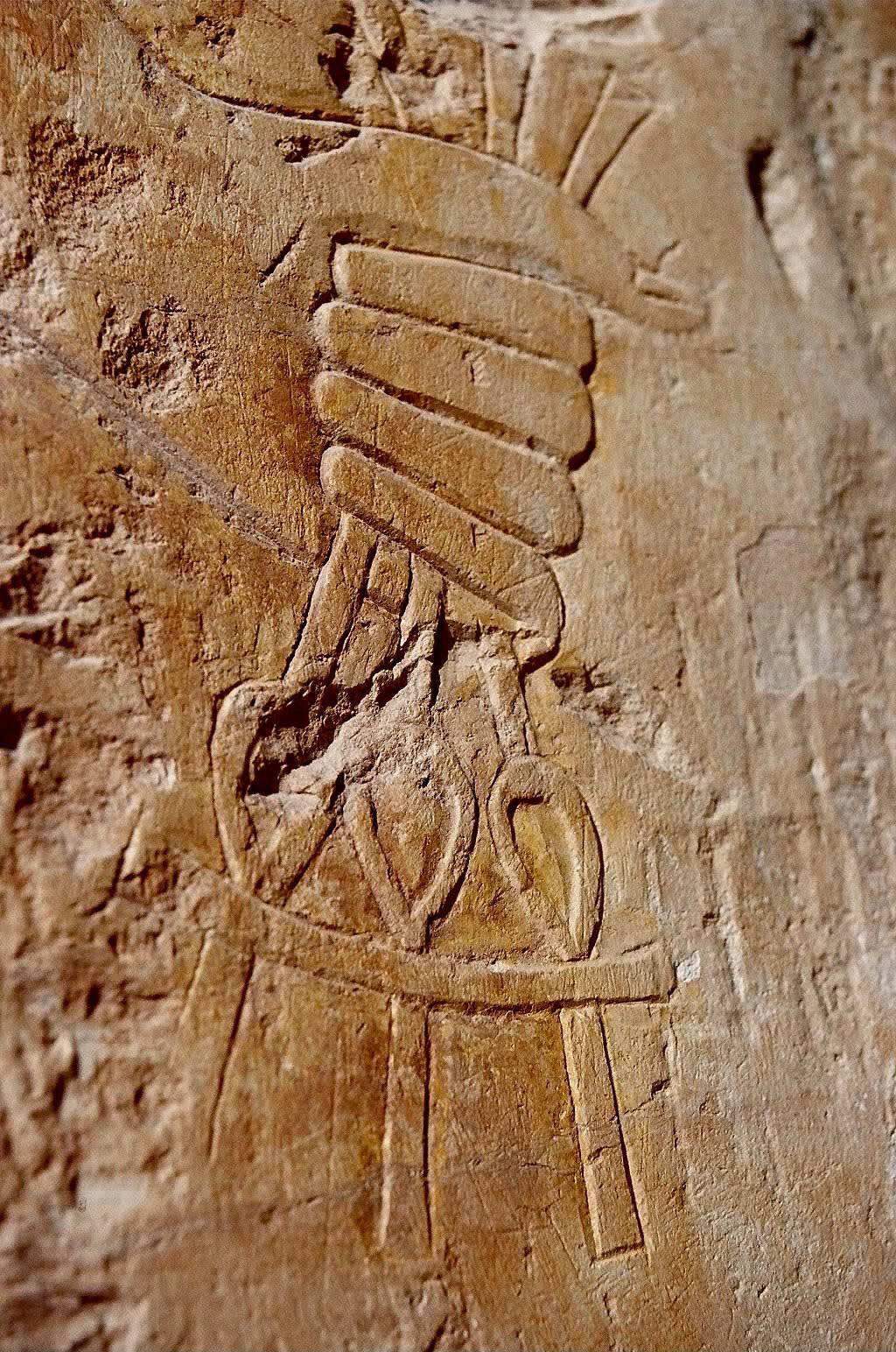 """Keys to Eternal Life, Temple of Karnak, Egypt.  -3 chaves representando (?) : """" Poder Espiritual ou Divino - Poder Temporal - Poder Carnal (?)"""", pergunto eu."""