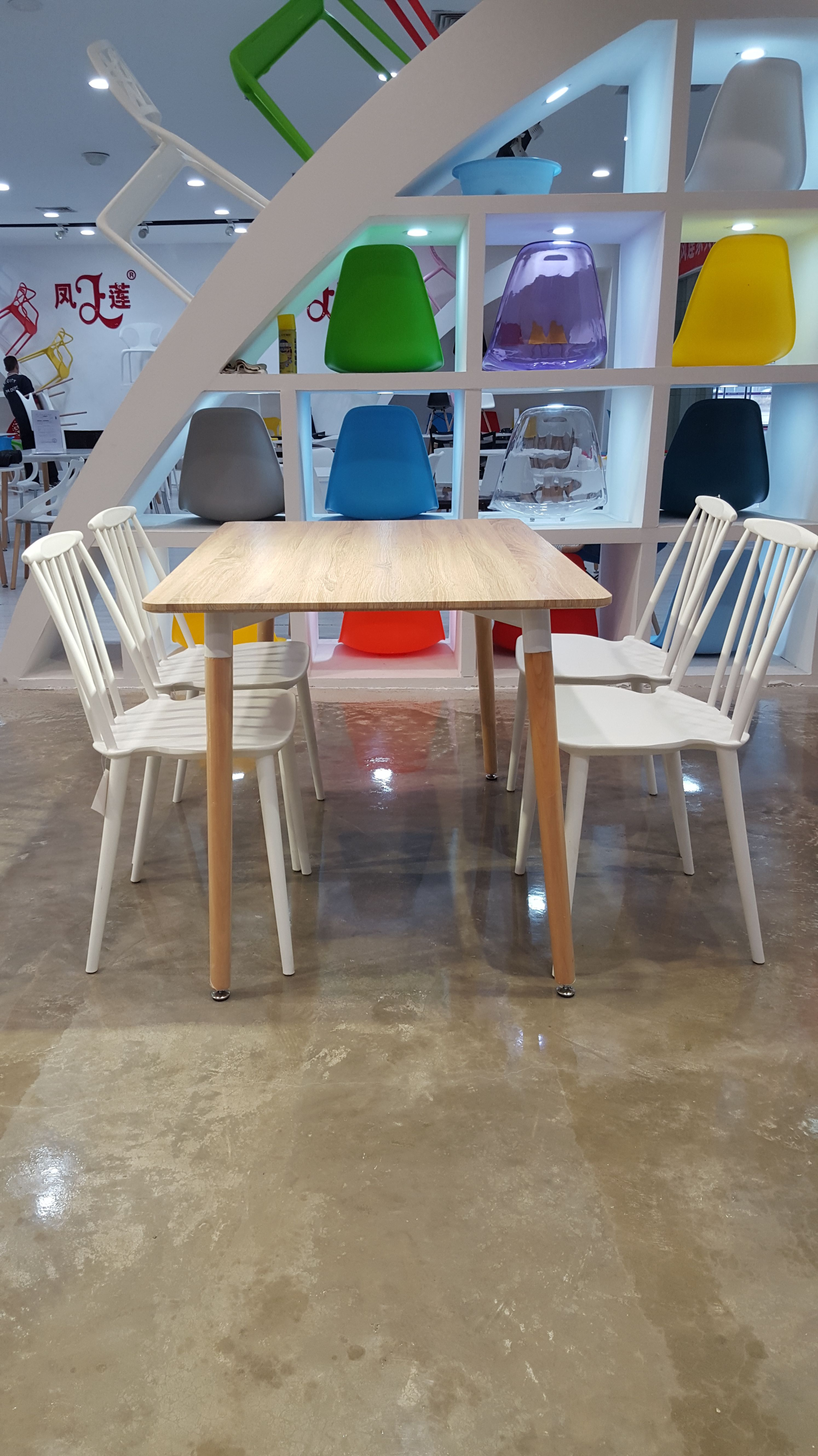 plastic dinning set..table and chair..i want one