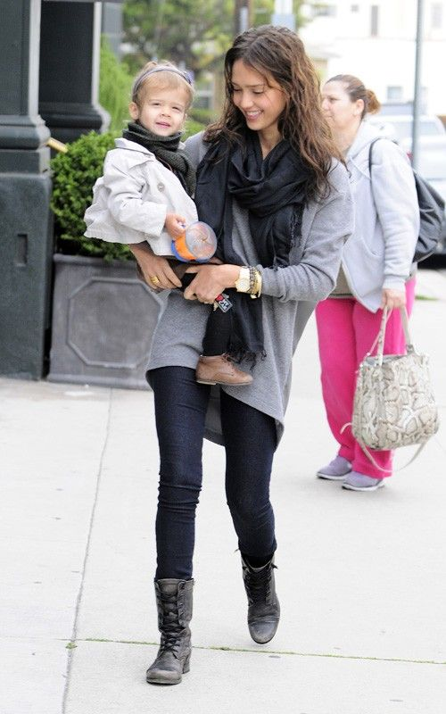 Jessica Alba. Lace up boots. Jeggings. | style fall | Autumn