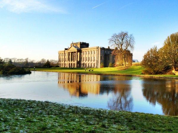 Es de Lyme Park entonces , la finca en Cheshire, que aparece en la película como Pemberley, castillo ancestral del señor Darcy.