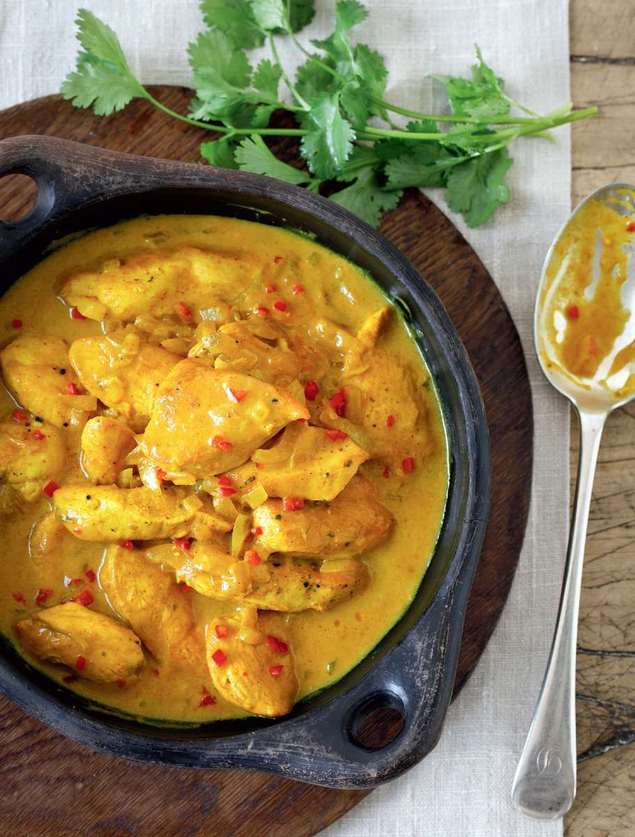 Mary Berry Quick Chicken Curry Easy Lockdown Recipe Recipe Quick Chicken Curry Berries Recipes Mary Berry Quick Chicken Curry