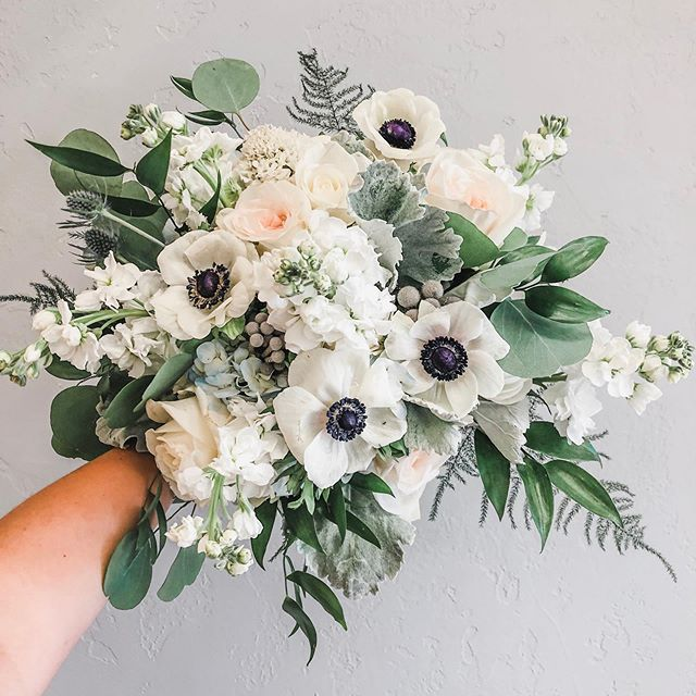 Anemone White Flower With Blue Center Google Search In 2020 White Flowers Flower Arrangements Bridal Bouquet