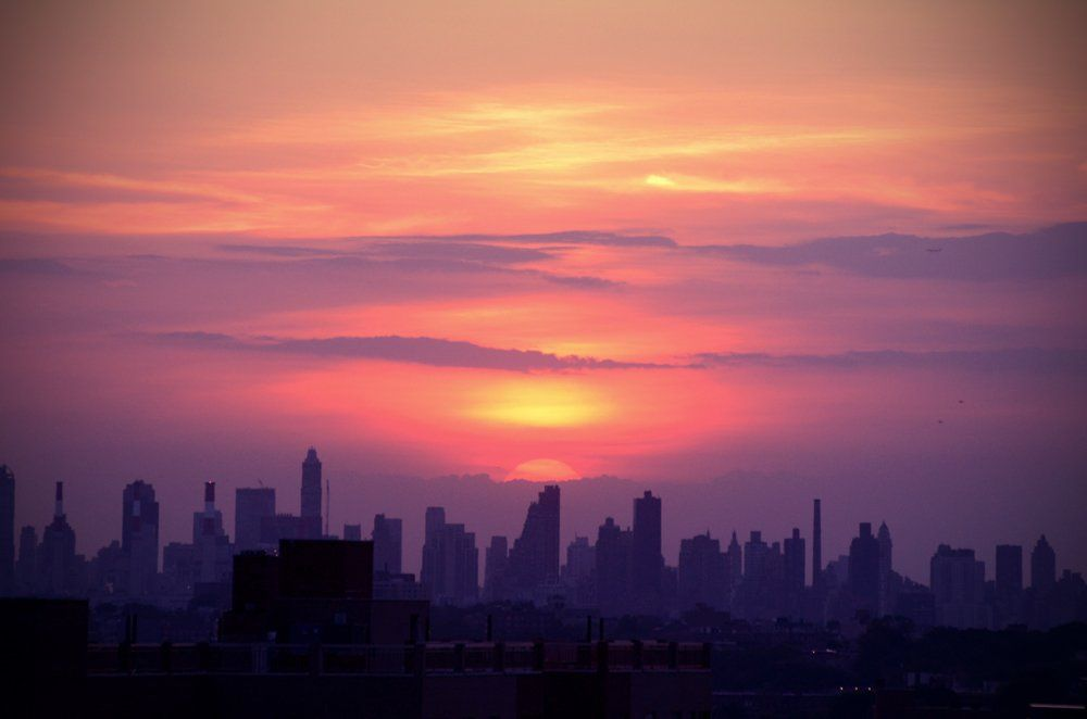 """Hockey Chick NYC on Twitter: """"Had to dig out the Nikon for tonight's sunset, wow 😍 #NYC #NewYork ☀ 🌇 💛 https://t.co/8AfP8gElp4"""""""