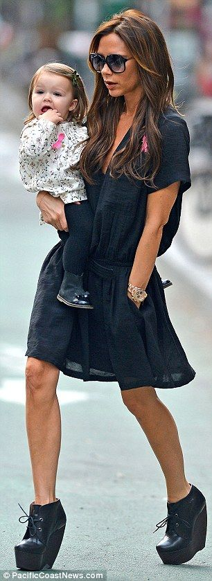 Beckham Dresses Harper Victoria Wearing Already Stylish In Black q4TAft