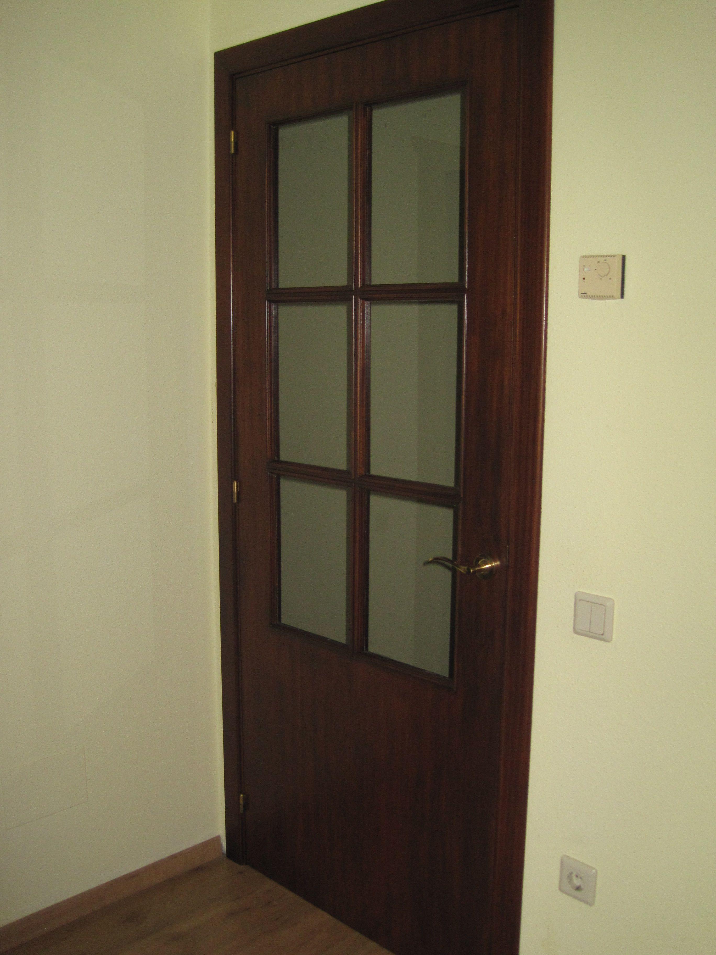 Puertas Después Tras Reparar Los Desconchones Darle Un Tono Nogal