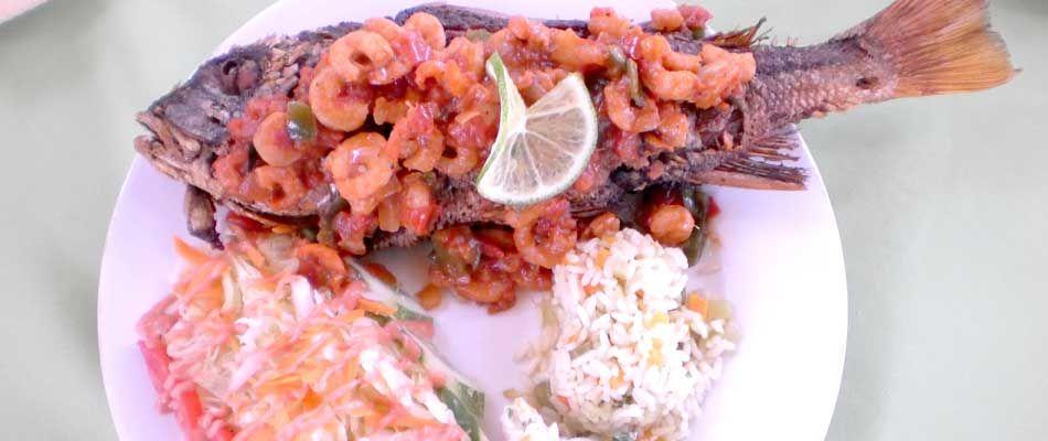 Restaurante Blue Mary.-  Cocteles, mariscadas y playa. Playa Metalío, Acajutla.