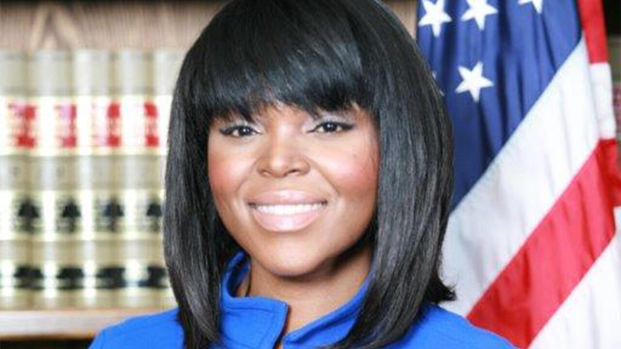 Compton Mayor Aja Brown Says Her Community Is Being Terrorized By L A County Sheriff S Deputies In 2020 County Sheriffs Compton Sheriff Deputy