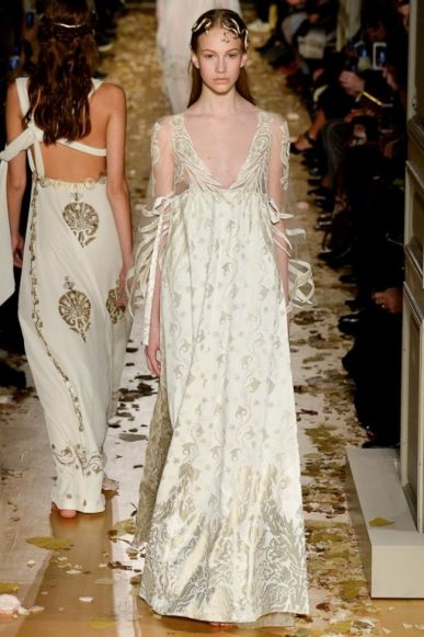 Every bride-to-be wants to wear couture  36 haute couture dresses to ... b2617c8f849