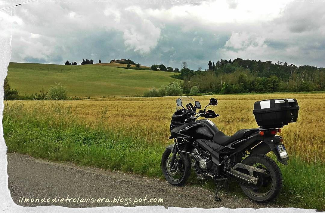 #vstrom650 #vstrom #suzuki #moto #tomtomrider #Toscana #ilmondodietrolavisiera #viagginmoto #travel #motorbike #hills
