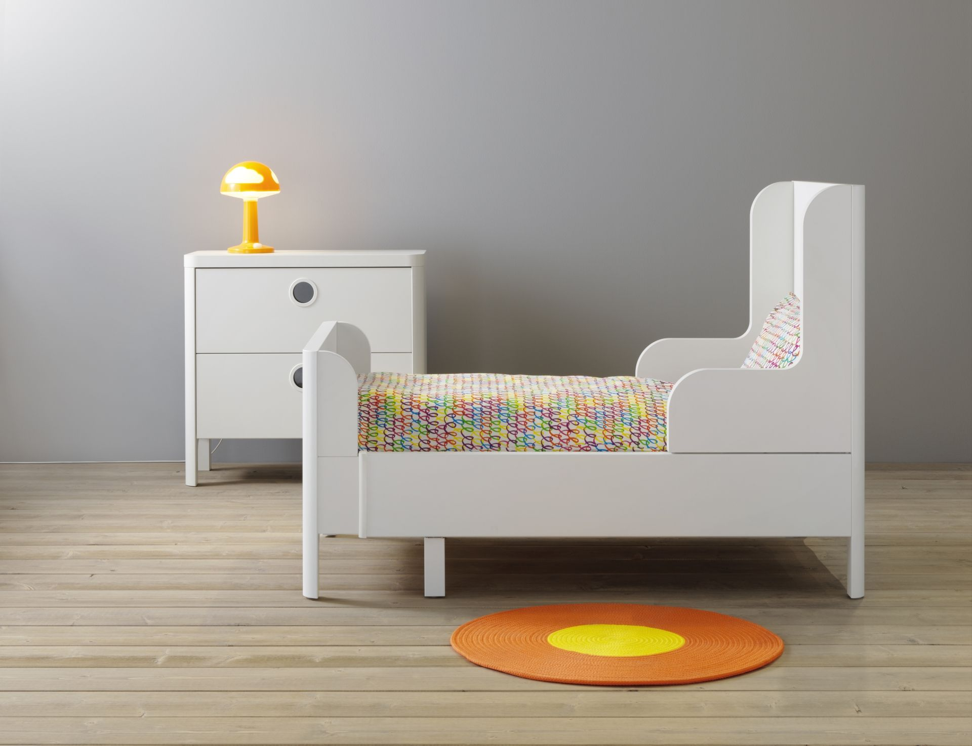 Busunge Meegroeibed Wit Ikea Ladekast En Roos Slaapkamer