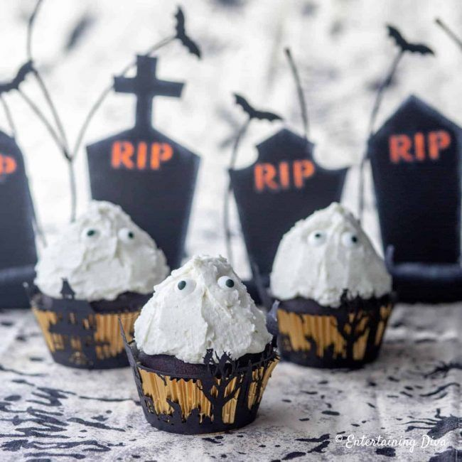 These ghost cupcakes are so cute! I can't wait to make this recipe for my Halloween party. #halloweenobsession #halloween #halloweenparty #halloweencupcakes #halloweentreats