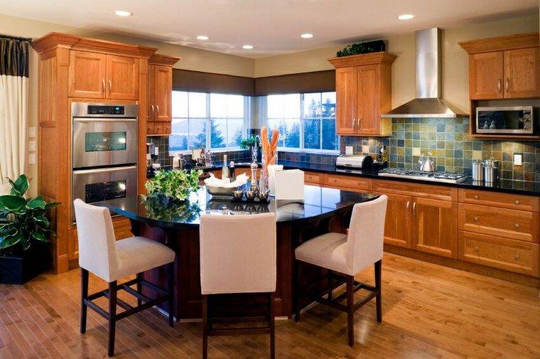 isla negra y sillas blancas en la cocina moderna   cocina ...