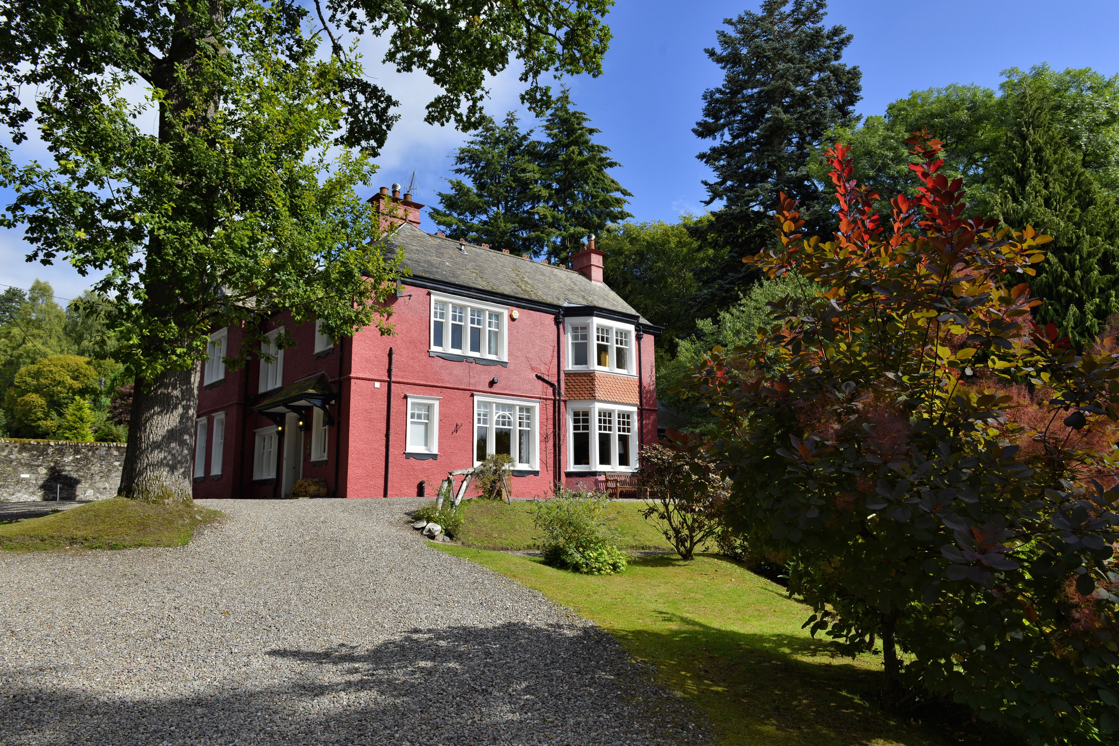 Torrdarach House Is Our Stunning 4 Star Gold Contemporary Bed