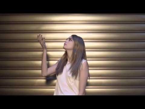 Film Touche Éclat Le Teint avec #CaraDelevingne [] [] [] Yves Saint Laurent [] [31s] [] [] [] [2016] [] [] [] [53s] version https://www.youtube.com/watch?v=5TXToMpSMqo [] [] []