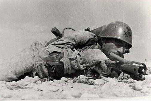 Il flammiere Caporal Maggiore Santino RUVO, della 1^ 'Giaguaro', Medaglia di Argento al Valor Militare, disperso in Tunisia nel maggio 1943