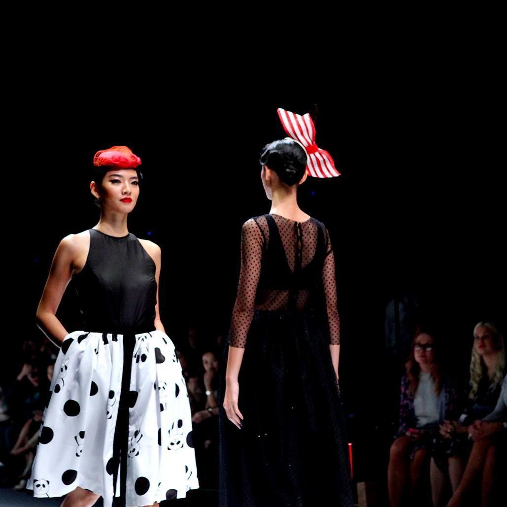 Kepribadian Seorang Desainer Tercermin Dalam Desain Yang Diwujudkannya Menjadi Produk Fashion Hal Ini Juga Diungkapkan Oleh Elie Saab Di 2020 Produk Desain Desainer
