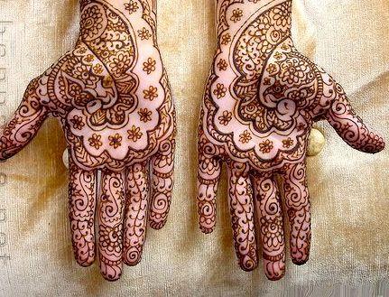 Bridal Mehndi Training : Swahili bride with traditional henna paintings lamu my home