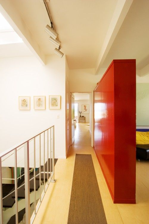 partial wall divider between hall and bedroom-lacquer