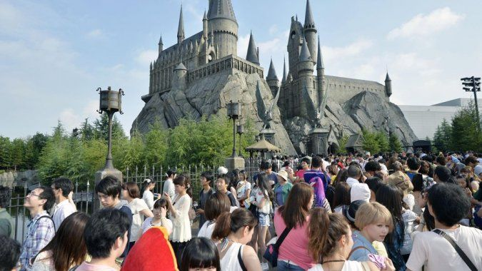 (AP) Universal Studios has signed a deal with a Chinese state-owned consortium to build a Hollywood theme park in Beijing, to open in 2019, state media reported Tuesday.  http://www.chinaentertainmentnews.com/2015/09/universal-signs-deal-for-beijing-theme.html