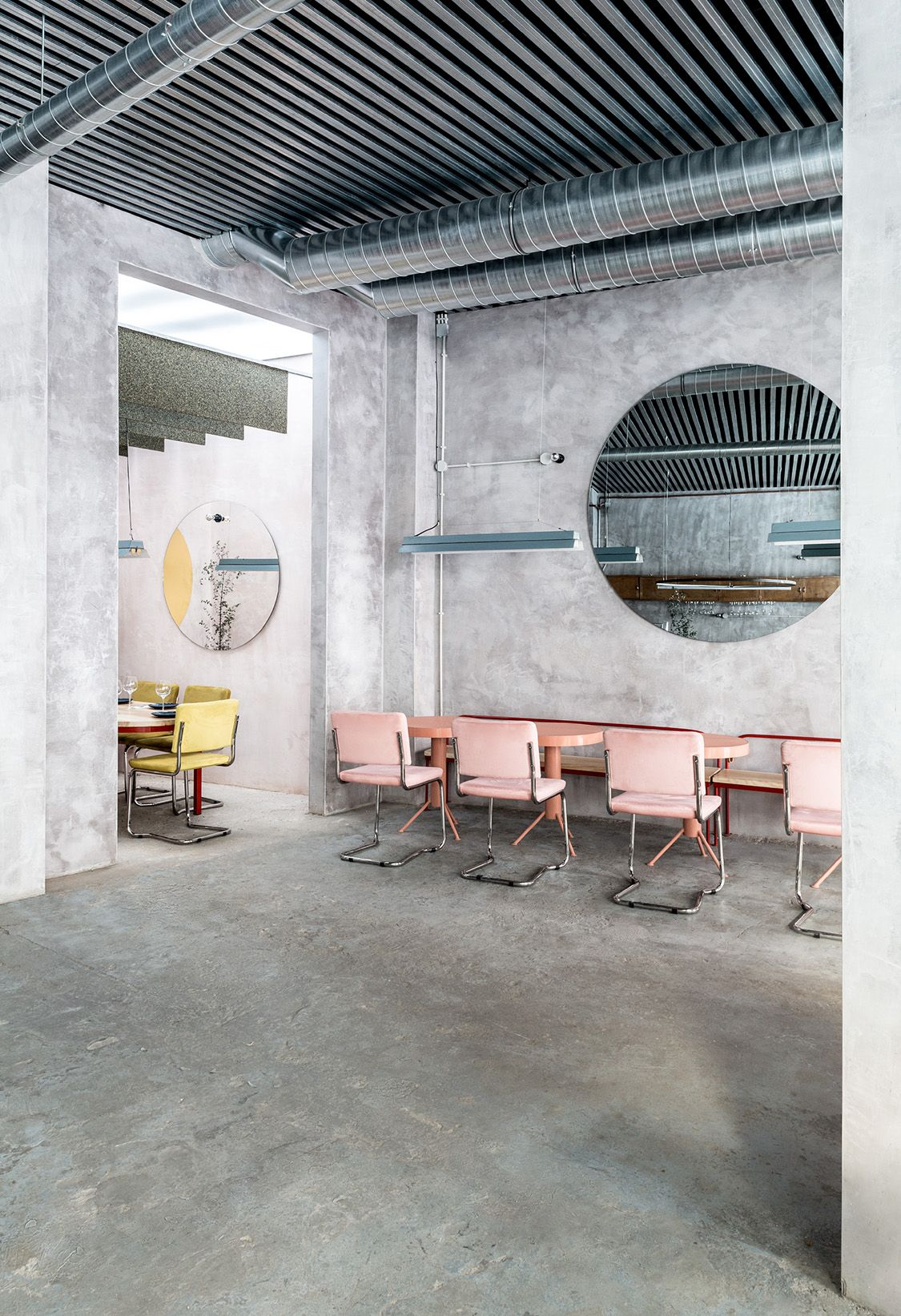 Casaplata is an unusually fresh looking newly reimagined restaurant and cocktail bar in the