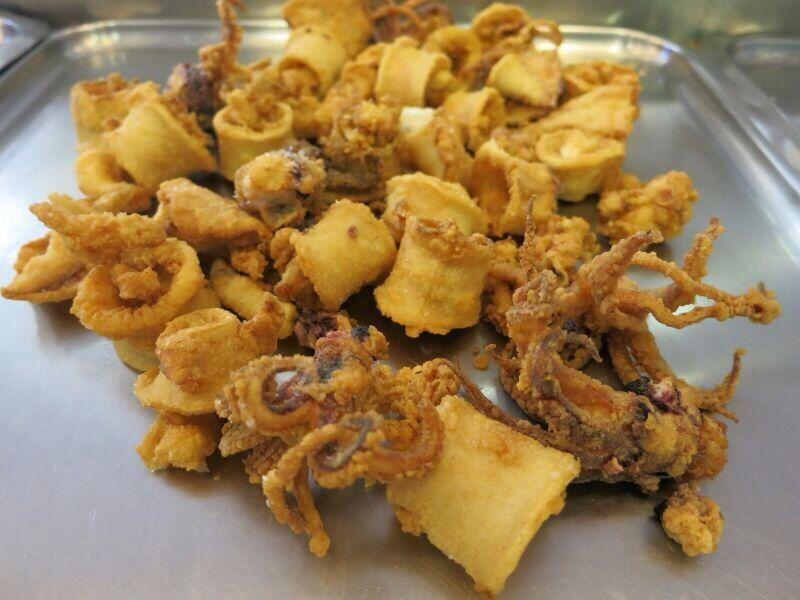 Chipirones fritos de Freiduría La Isla http://telepescaito.es/pescaito/chipironesisla #Sevilla