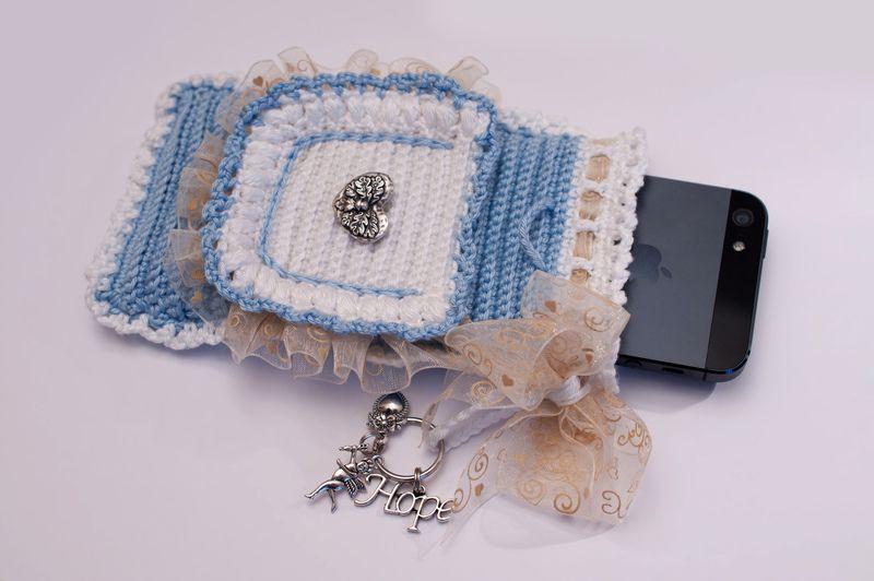 Schöne vintage Tasche mit (Hope,Herz und Angel) Anhänger, passt für iPhone 5/4S/4     Vorn gibt es ein kleines Extra Täschchen für Kopfhörer.