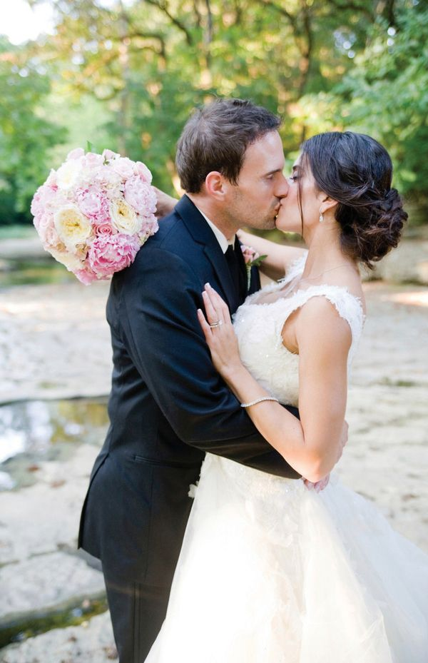 Blush Nashville wedding photographed by Lotus Blossom | The Pink Bride www.thepinkbride.com