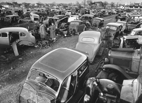 50 Vintage Photos Of Classic Car Salvage Yards And Wrecks From