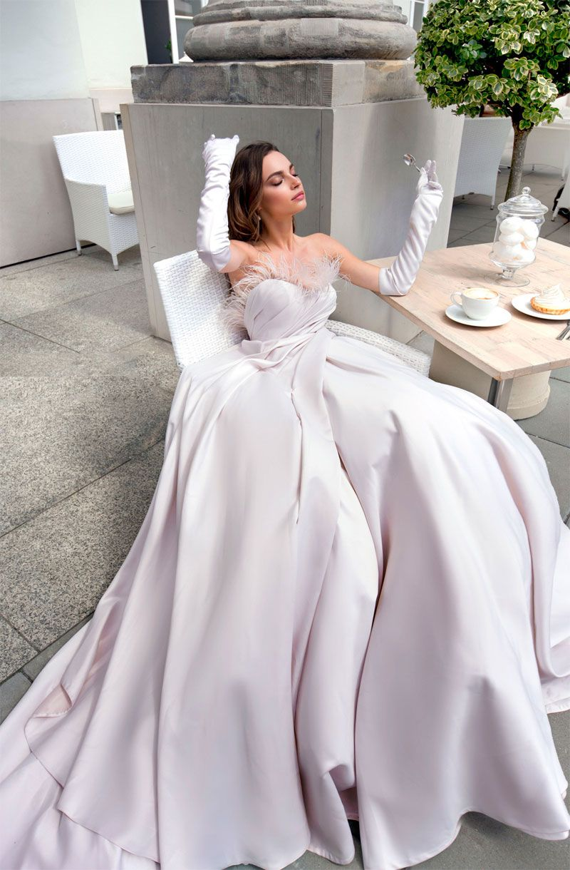 Sleeveless Sweetheart neckline feather details ball gown a line wedding dress chapel train #weddinggowns #weddingdresses #wedding #bride #weddingdress #weddinggown