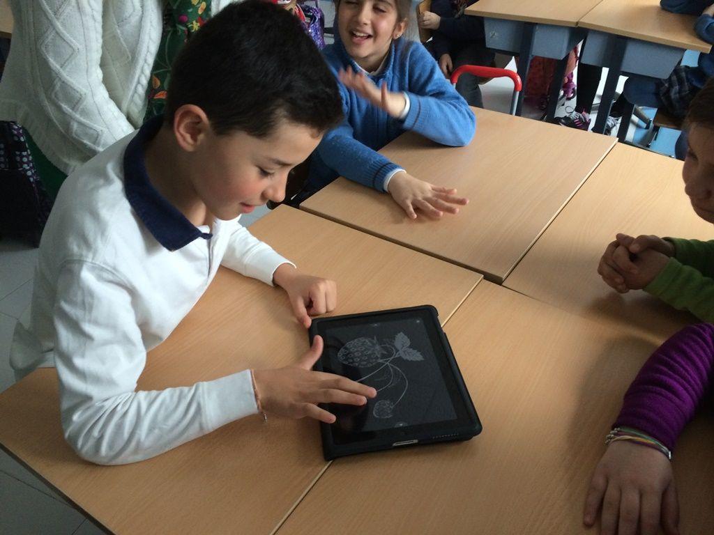 El libro negro de los colores para iPad. | Día Internacional del ...