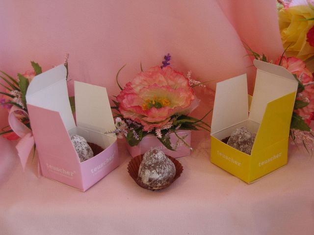 One piece floral truffle boxes by teuscherBH, via Flickr contact@teuscher-bh.com 888-443-8992