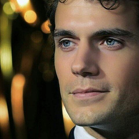 Happy Sunday everyone, have a relaxing day 😘 ☺! #HenryCavill #handsome