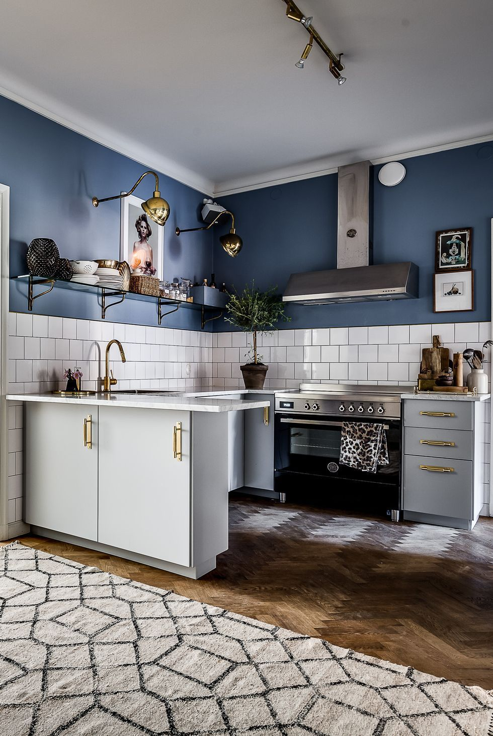 Metallic features in the kitchen help to create a ...