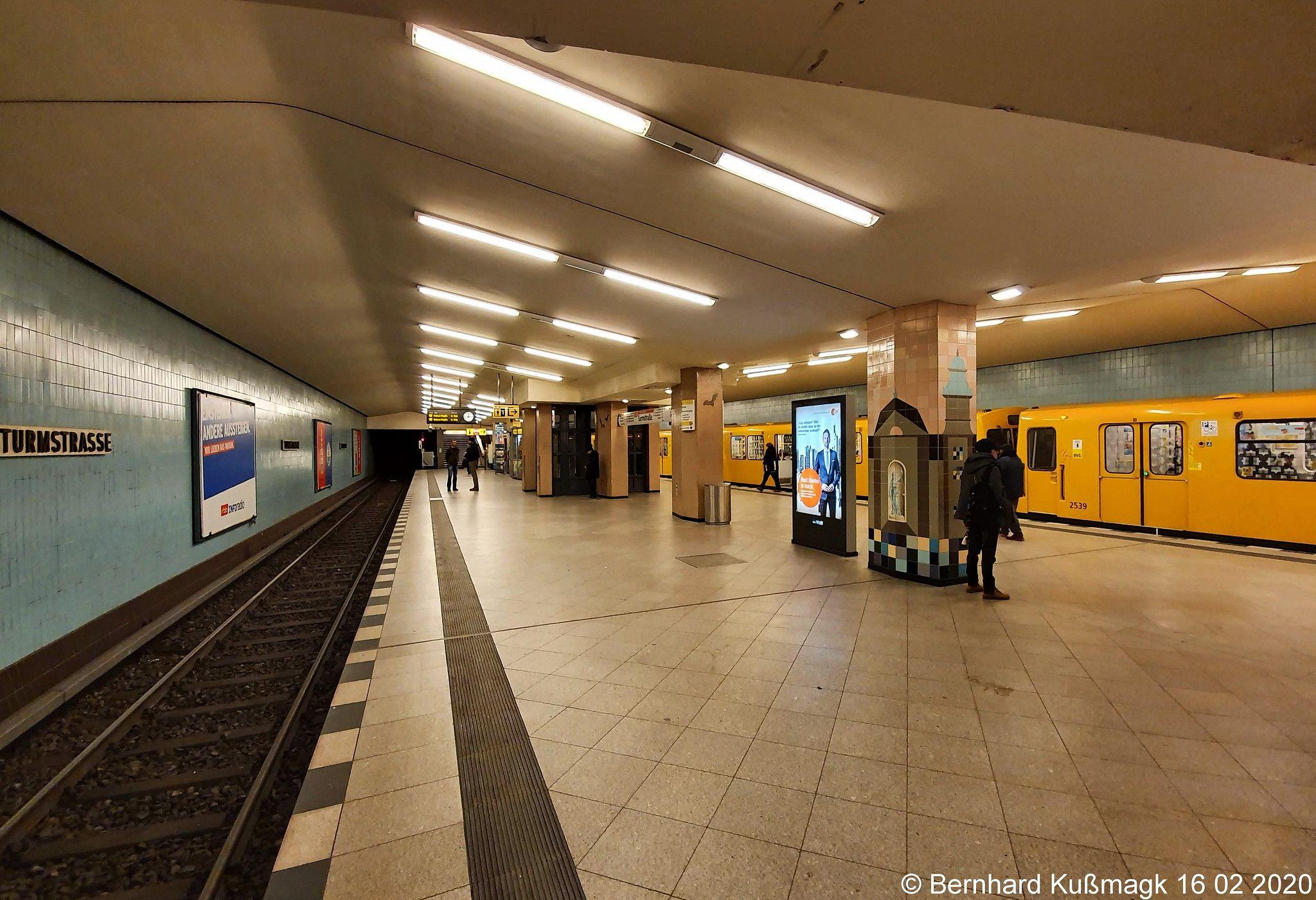 Europa Deutschland Berlin Mitte Tiergarten Moabit U Bahnhof Turmstrasse U Bahn Linie U9 In 2020 Berlin Underground Deutschland