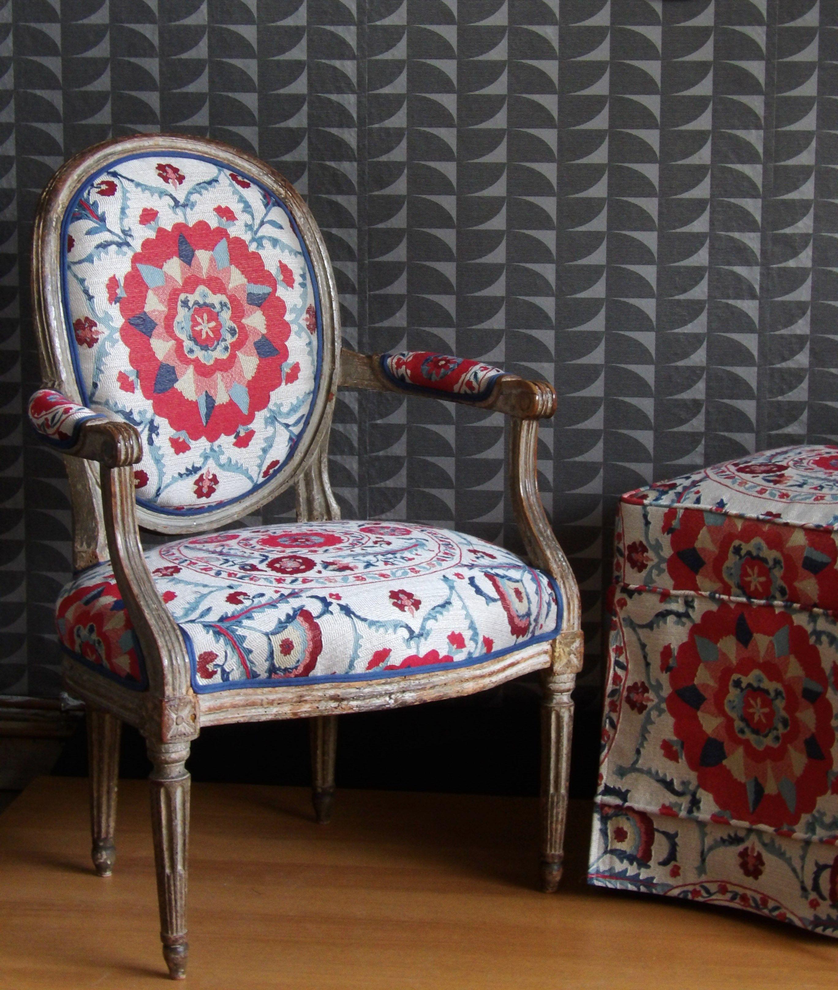 fauteuil louis xvi et pouf tissu sanderson fauteuil fauteuils chaises et