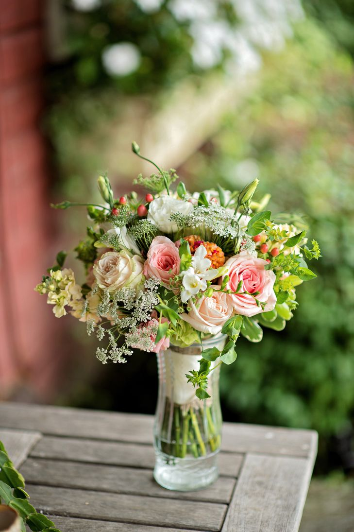 The Blush, Peach, and Green Garden Rose Bouquet at Greenhill Farm | Events On Budget | Kristen Weaver Photography https://www.theknot.com/marketplace/kristen-weaver-photography-oviedo-fl-380100