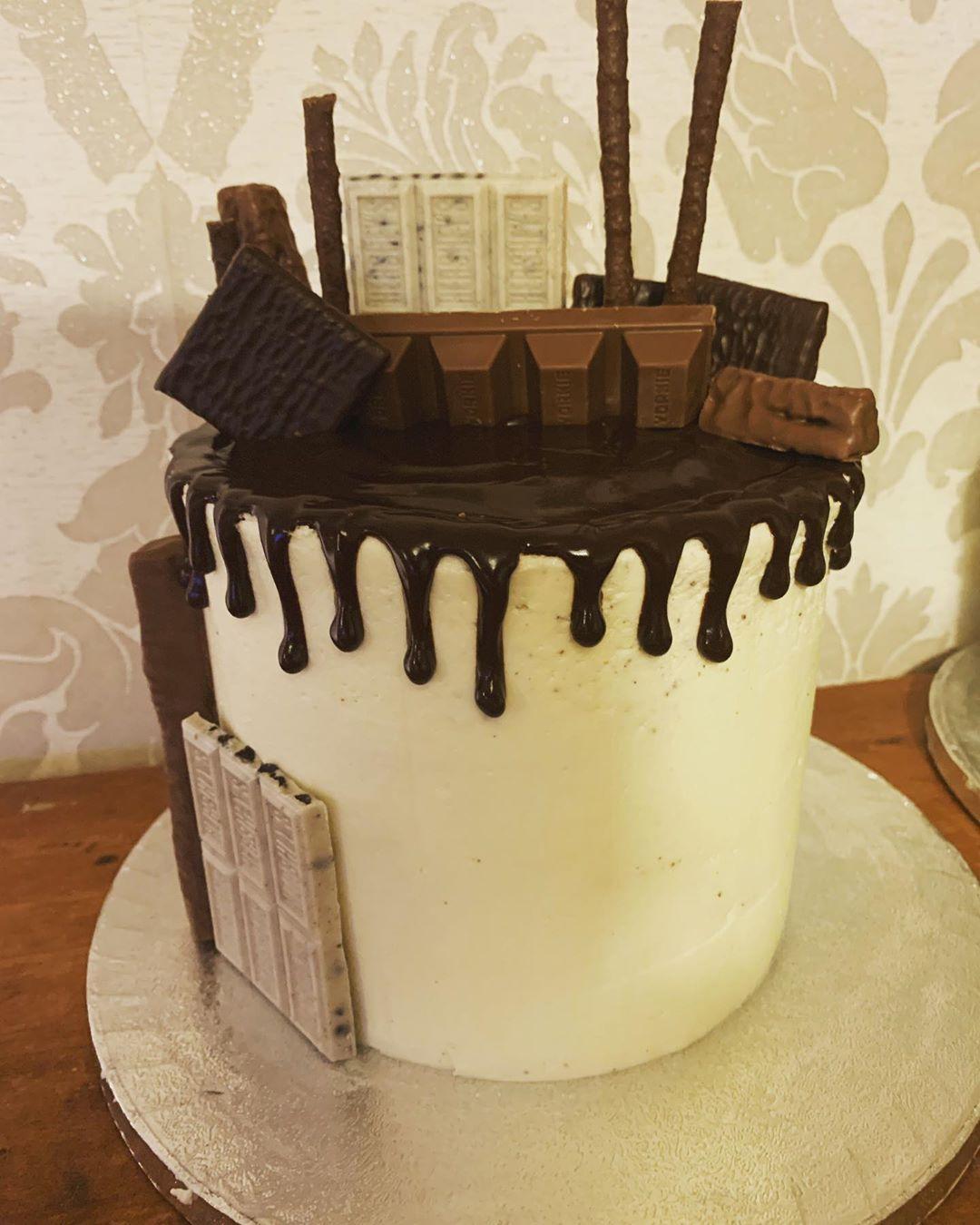 This one was chocolate sponge cake with velvet vanilla buttercream and dark chocolate drip with chocolate overload