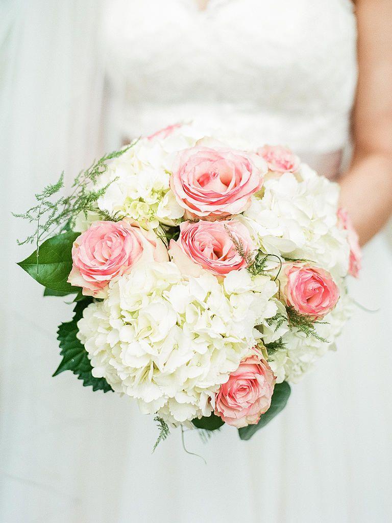 20 Romantic White Wedding Bouquet Ideas   White wedding flowers ...