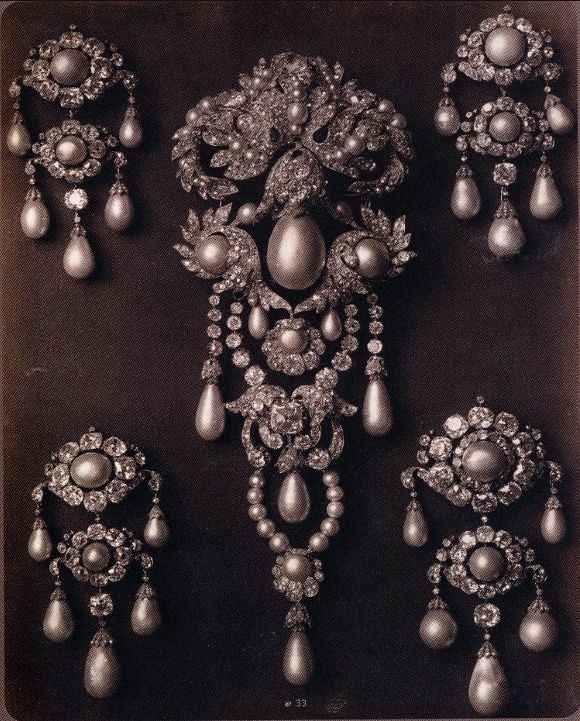 Stomacher and four brooches from the French Crown Jewels made for Empress Eugenie. One of the four brooches is now in the Louvre.